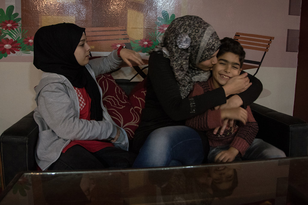 Leena, her friend Doaa, and Gyath spend time together in the café. The 21-year-old Doaa works in the café, administrating it. Doaa, who is Egyptian, is one of Leena's best friends.